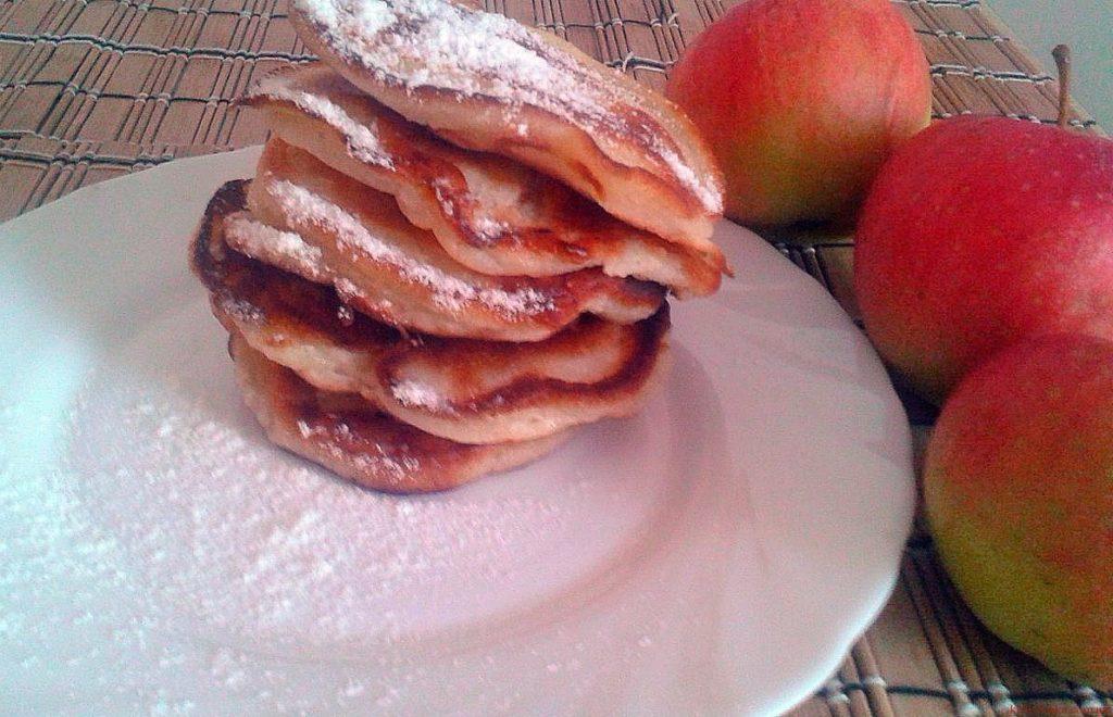 Оладки з яблуками, рецепт приготування
