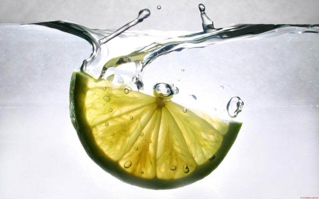 12 причин, чому варто почати день зі склянки води з лимоном