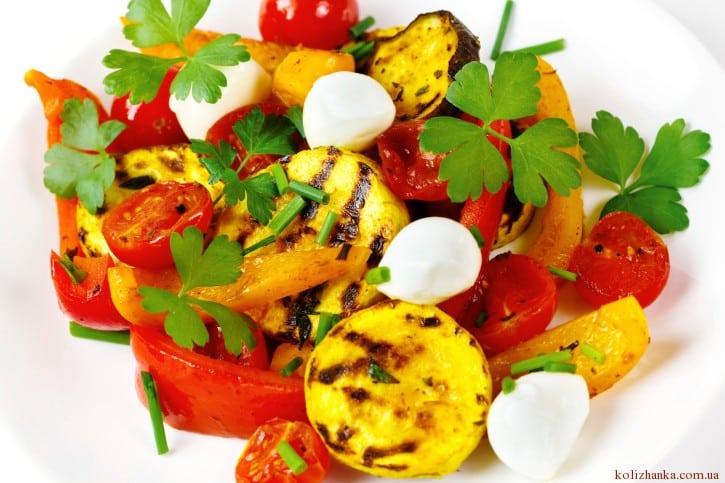 Овочі на грілі з моцарелою