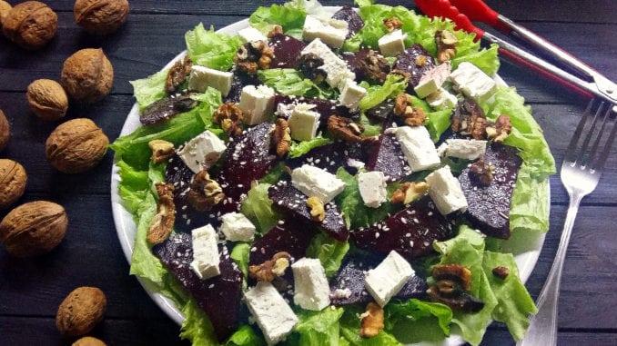 Прості рецепти: салат з буряком та сиром фета