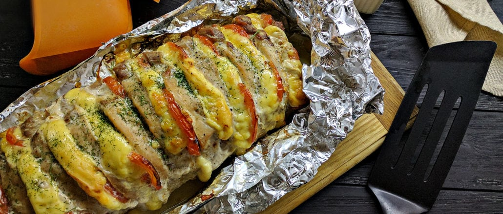 М'ясо «Гармошка» з помідорами та сиром. Покроковий рецепт приготування з фото