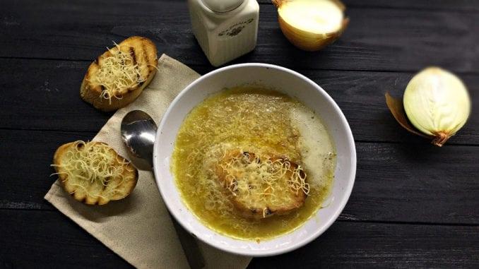 Як приготувати класичний французький цибулевий суп? Покроковий рецепт