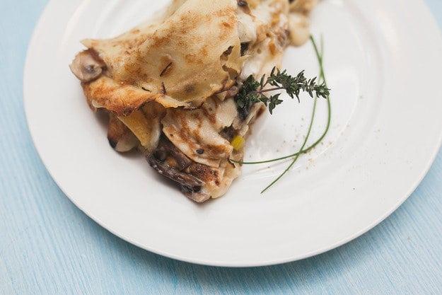 Млинцевий пиріг з грибами і куркою