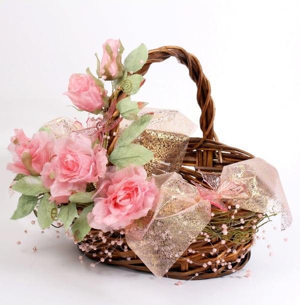 Упаковать корзину для подарков