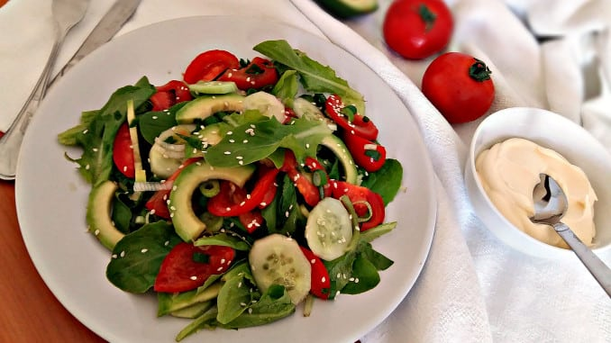 Овочевий салат з авокадо