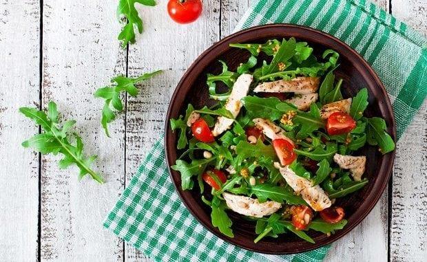 Літнє меню: 10 рецептів легких салатів всього за 15 хвилин