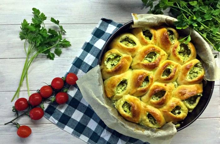 Пиріг з домашнім сиром та зеленню