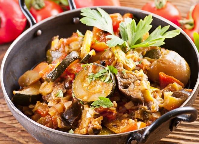 Овочеве рагу з баклажанами: рецепт літньої страви