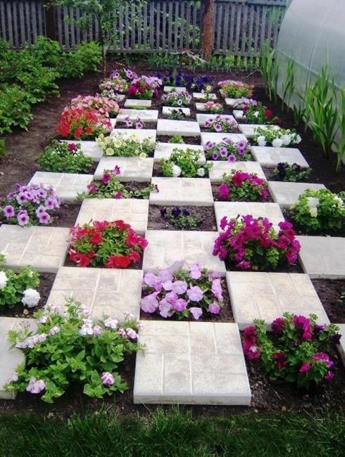 Квітники під парканом та навколо дому 25 оригінальних ідей (8)