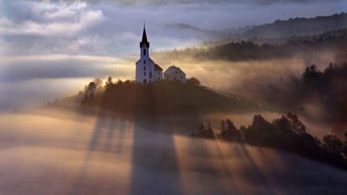 25 дивовижних фотографій туману для тих, хто обожнює осінні туманні ранки (фото)