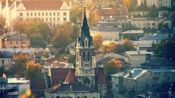 10 мальовничих містечок Східної Галичини, де варто побувати цієї осені