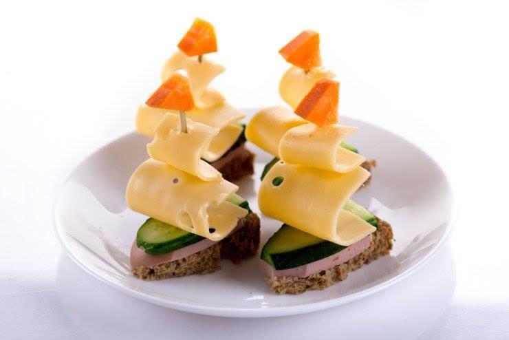 Простые закуски 25 интересных канапе на шпажках (фото) (10)