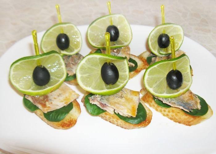 Простые закуски 25 интересных канапе на шпажках (фото) (11)