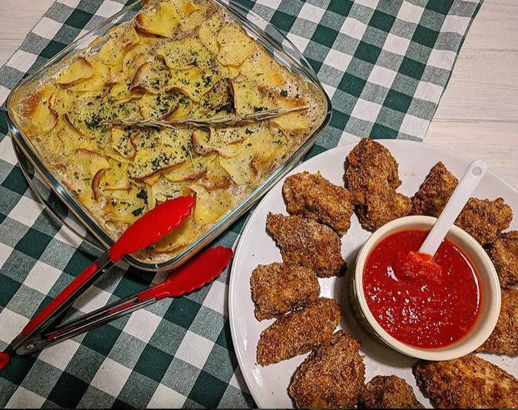 Курячі нагетси в духовці (рецепт з фото в домашніх умовах)