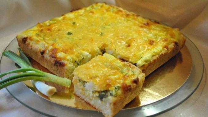 Пиріг з вареними яйцями та зеленою цибулею: рецепт приготування з фото