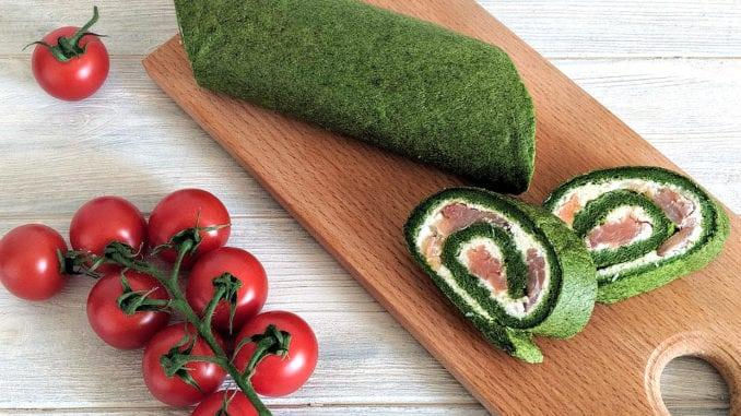 Шпинатний рулет з вершковим сиром та лососем: покроковий рецепт з фото