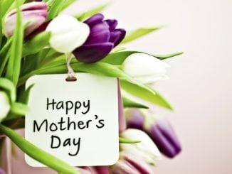 Що подарувати мамі на День матері: найкращі ідеї подарунків